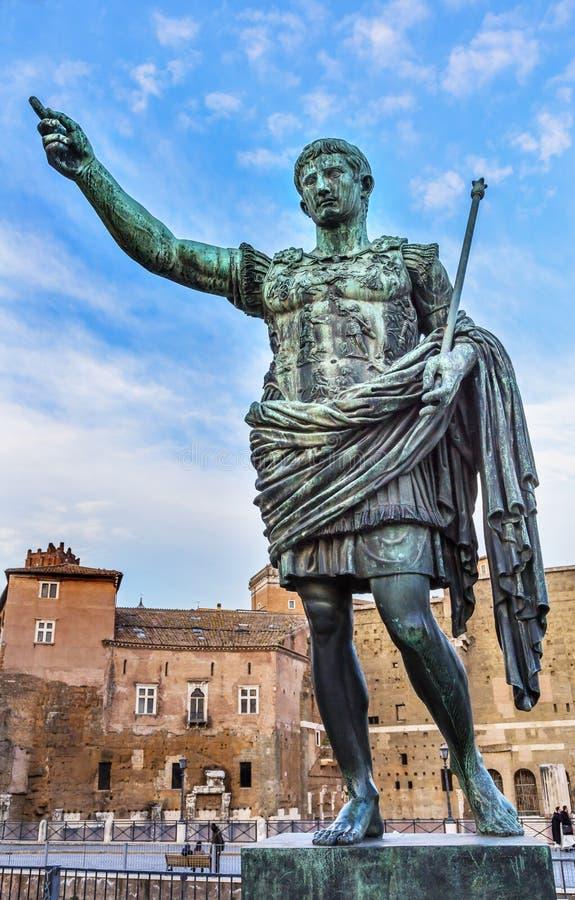奥古斯都凯撒雕象Trajan市场罗马意大利 免版税库存照片