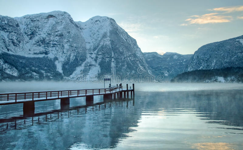 奥地利冷山多雪的冬天 免版税库存照片