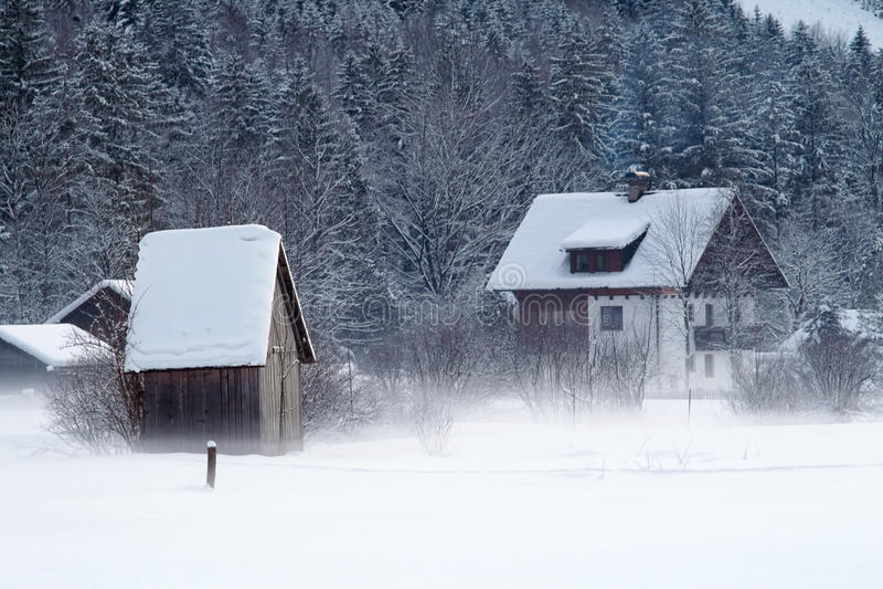 奥地利冷山多雪的冬天 库存图片
