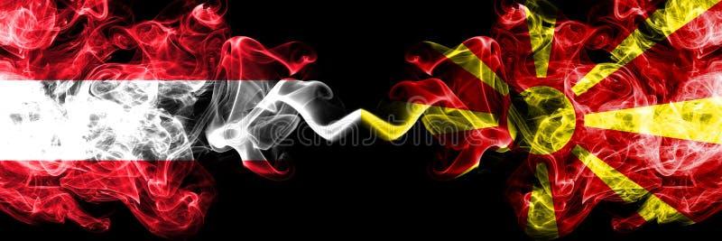 奥地利奥地利人,马其顿,马其顿竞争厚实的五颜六色的发烟性旗子 欧洲橄榄球资格比赛 免版税库存照片