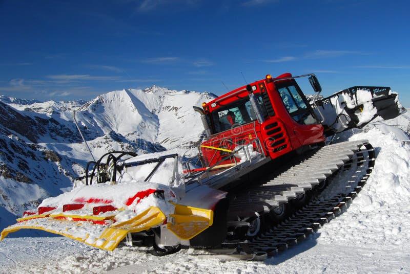 奥地利手段滑雪除雪机 免版税库存图片