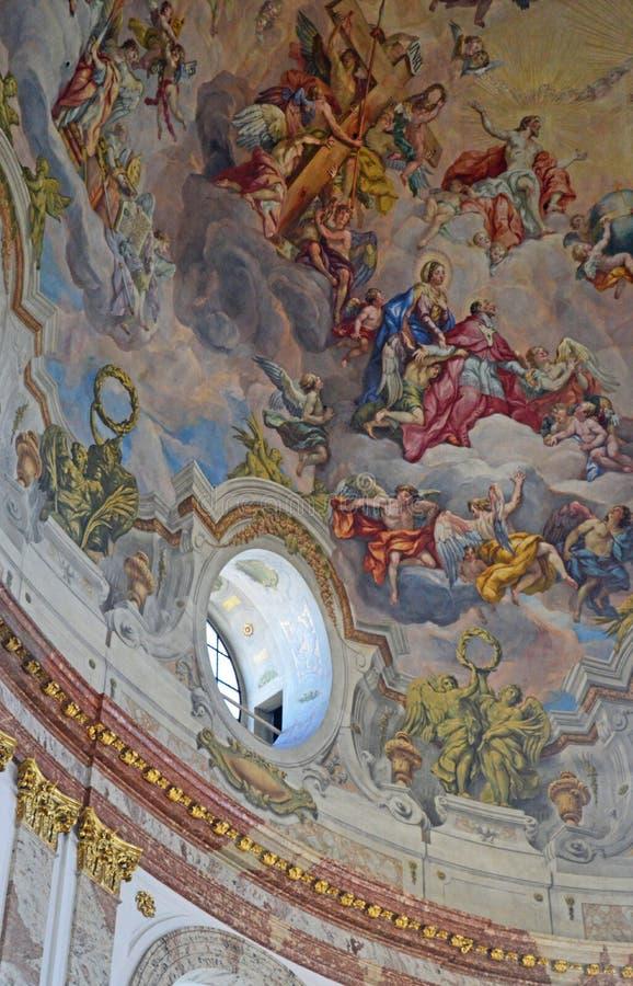 奥地利维也纳, Karlskirche巴洛克式的秀丽内部 库存照片