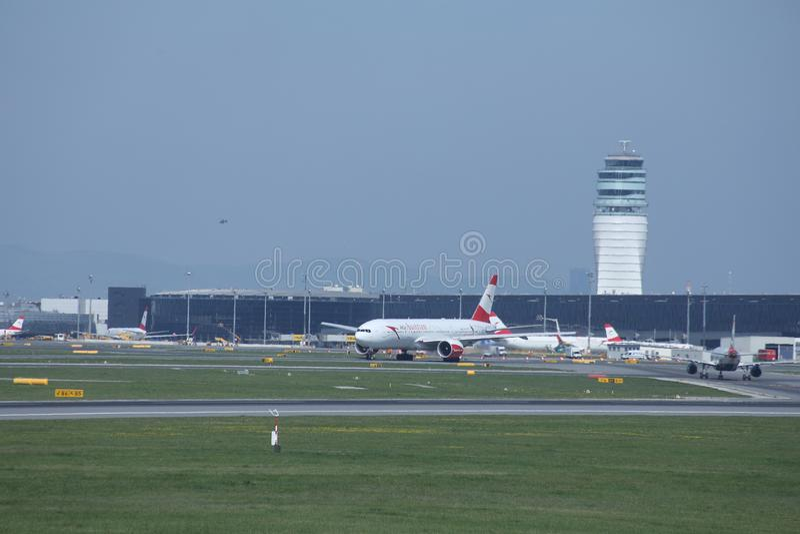 奥地利航空在维也纳机场中,竞争 免版税库存照片