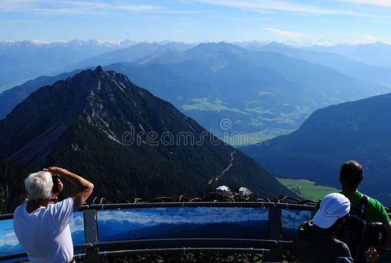 奥地利:从Rofan山的全景在阿亨湖 免版税库存图片