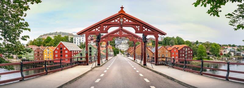 奥尔德敦桥梁或Gamle特隆赫姆,挪威Bybro的全景  库存图片