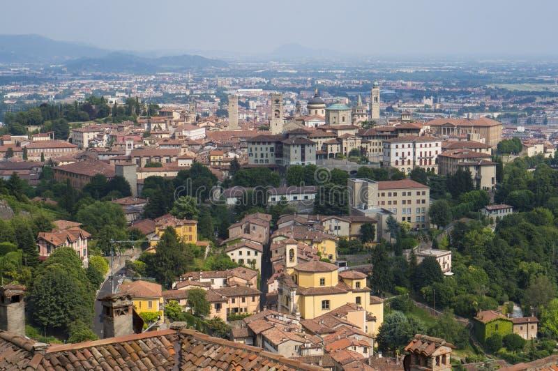 奥尔德敦Citta亚尔他在贝加莫,意大利 从圣维吉利奥小山的顶视图 免版税图库摄影