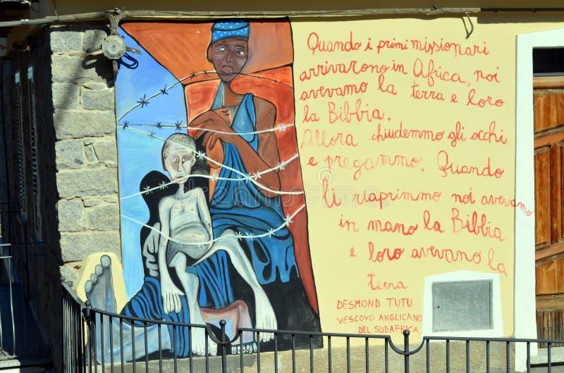 奥尔戈索洛意大利Murales 10月4日2015年在奥尔戈索洛意大利,因为大约1969壁画反射撒丁岛的不同方面 免版税库存图片