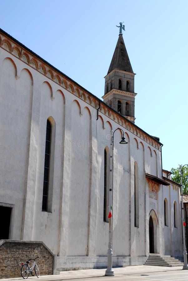 奥德尔佐中央寺院有循环的在特雷维索省在威尼托(意大利) 图库摄影