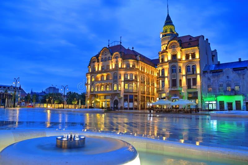 罗马尼亚时间_unirii)看在蓝色小时在奥拉迪亚,罗马尼亚 照片拍摄时间: may 12th