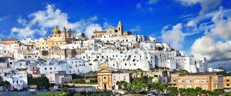 奥斯图尼美丽的白色镇在普利亚,意大利 库存照片