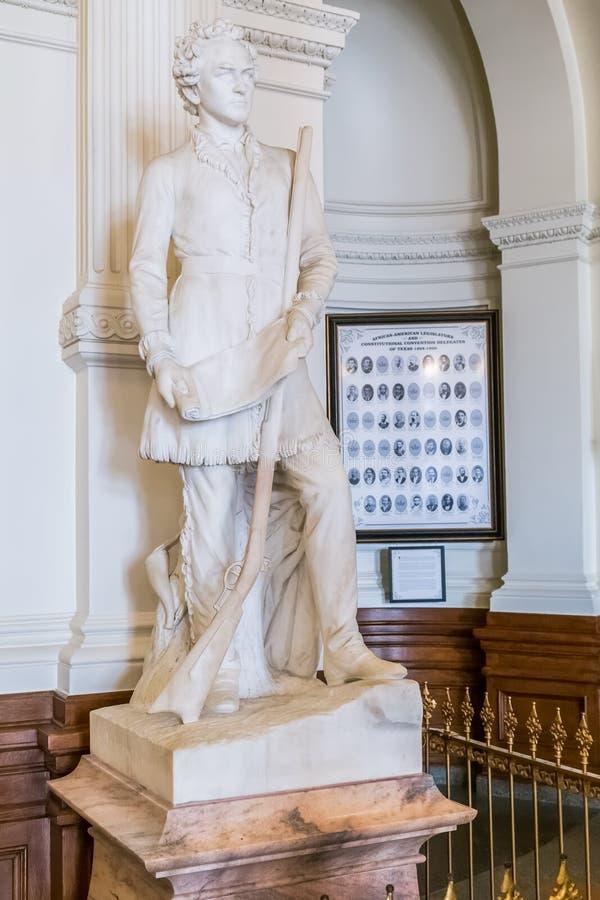 奥斯汀, TX/USA -大约2016年2月:在得克萨斯状态国会大厦里面的斯蒂芬更加充分的奥斯汀雕象纪念碑在奥斯汀, TX 免版税库存照片