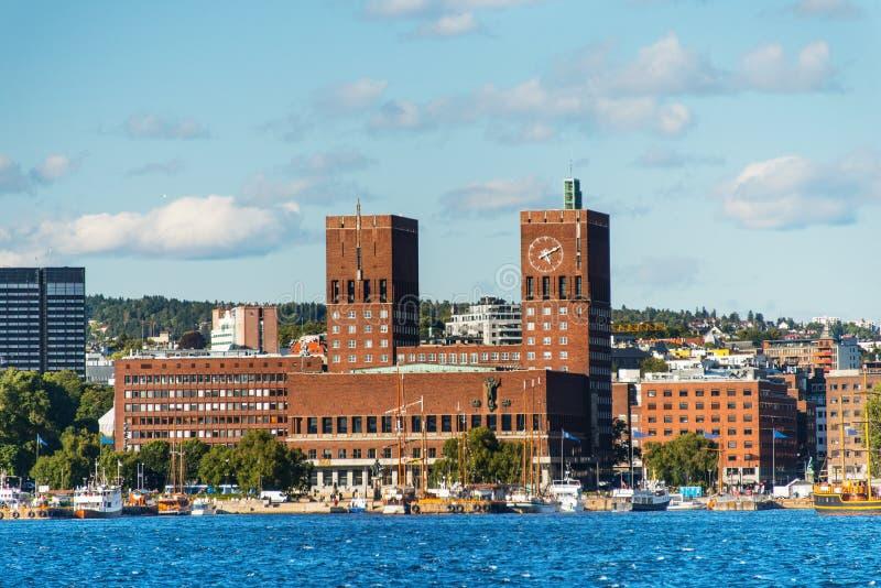 奥斯陆,从海运的挪威Radhuset视图  库存照片