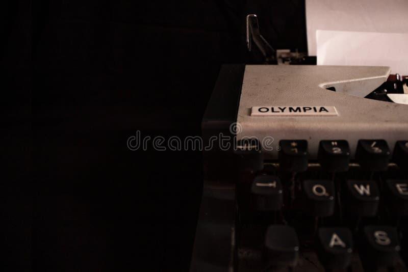 奥林匹亚打字机 免版税库存图片