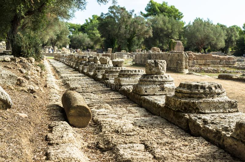 奥林匹亚考古学站点古老废墟在伯罗奔尼撒,希腊 免版税库存图片