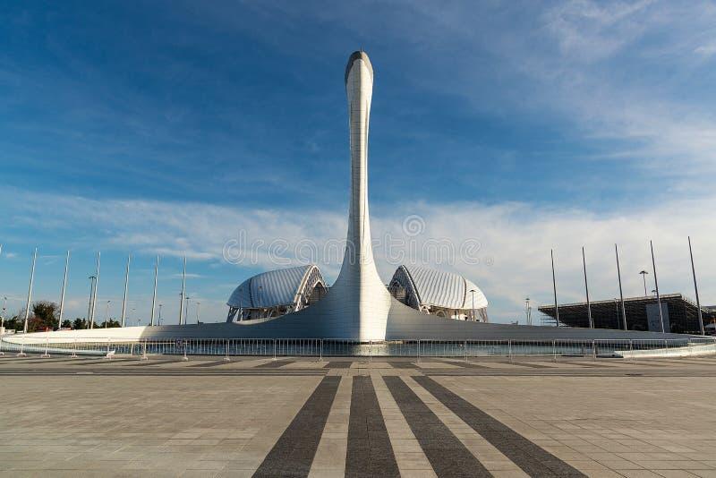 奥林匹克圣火碗和Fisht橄榄球场在奥林匹克公园在索契,俄罗斯2019年3月-31 免版税库存图片