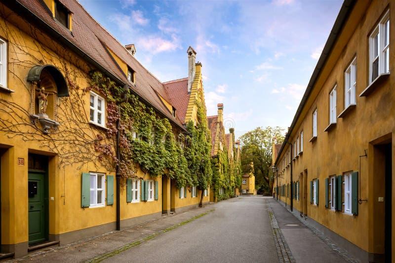 奥格斯堡:Fuggerei -世界最旧的社会住房 巴伐利亚德国 免版税库存图片
