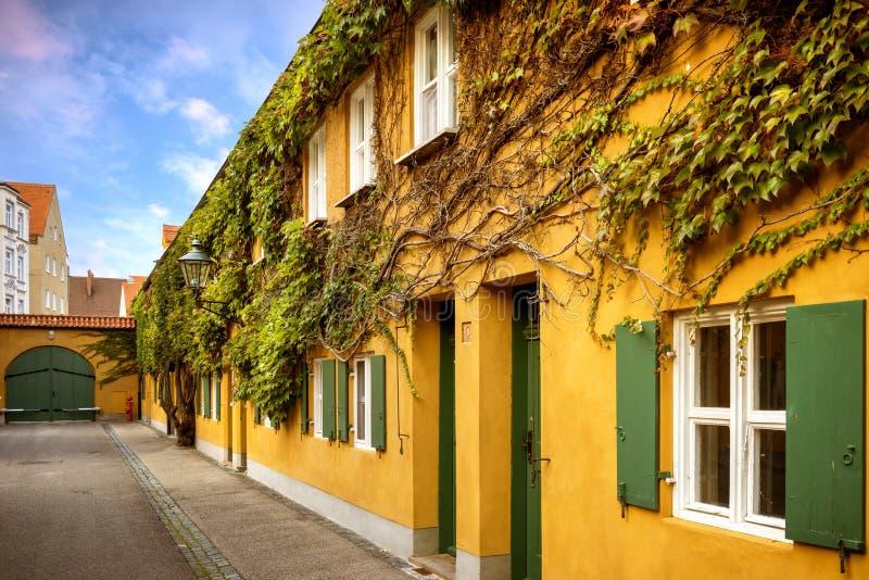 奥格斯堡:Fuggerei -世界最旧的社会住房 巴伐利亚德国 库存图片