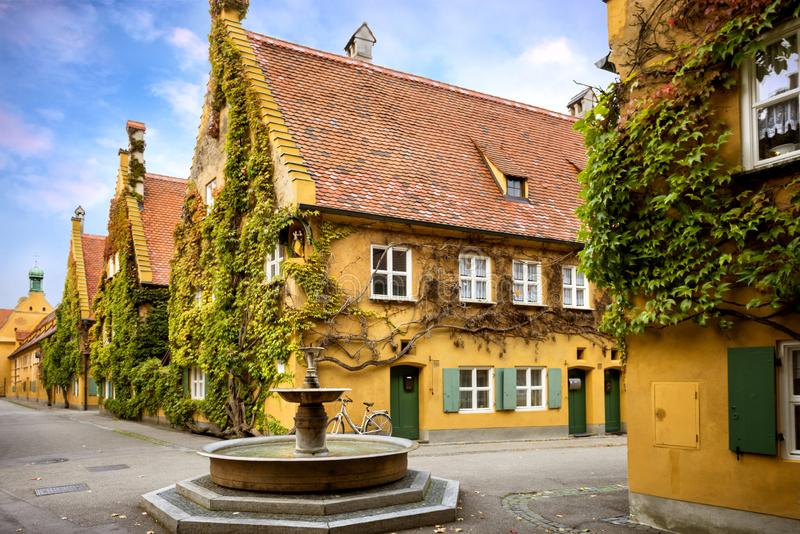 奥格斯堡:Fuggerei -世界最旧的社会住房 巴伐利亚德国 免版税库存照片