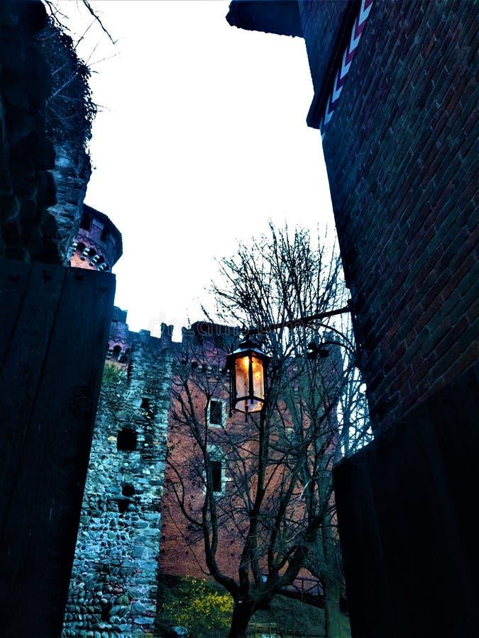 奥秘、中世纪城堡和精神框架  库存图片