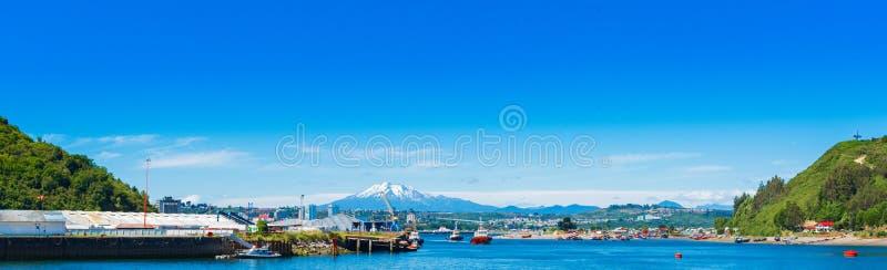 奥索尔诺火山火山的看法,蒙特港,智利 复制文本的空间 库存图片