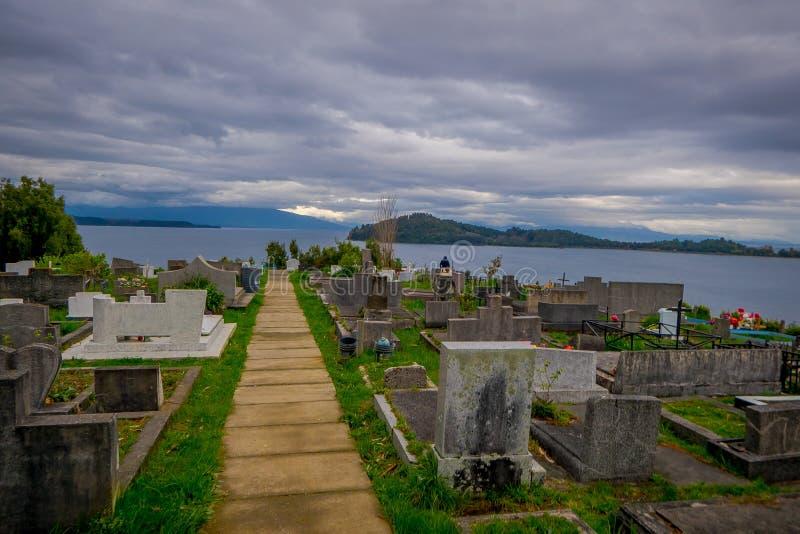 奥索尔诺火山,智利, 2018年9月, 23日:从Puerto Octay,智利公墓的美丽的景色  库存照片