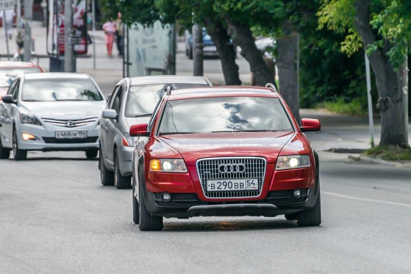 奥迪在街道上的A6 Allroad 库存照片