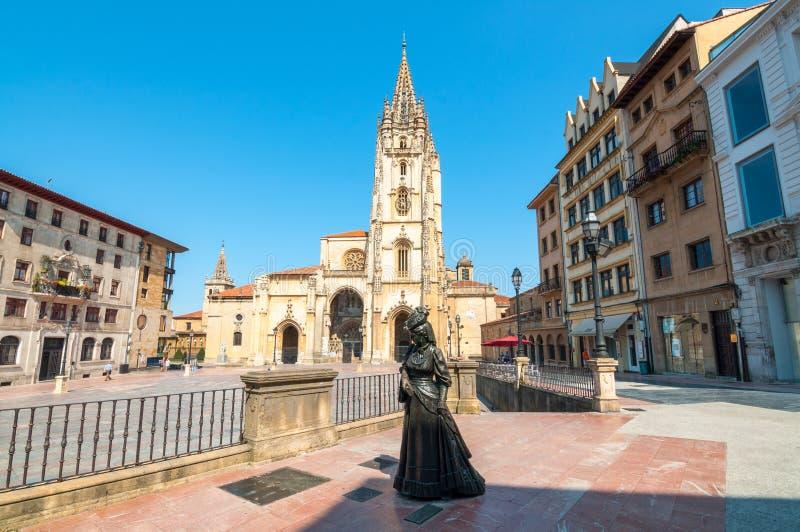 奥维耶多,西班牙-星期一, 2016年8月15日:圣洁救主大教堂正方形 库存图片