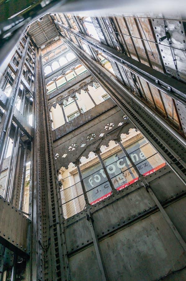 女低音学徒建筑师连接de街市du埃菲尔电梯解释的法国古斯塔夫最高的justa低里斯本的bairro城市做mesnier巴黎点ponsard葡萄牙拉乌尔s圣诞老人相似性结构对塔 库存照片