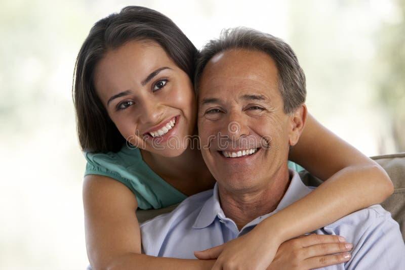 女儿一起父亲家 免版税库存照片