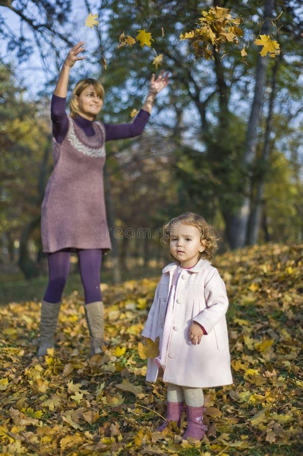 女儿妈妈使用 免版税图库摄影