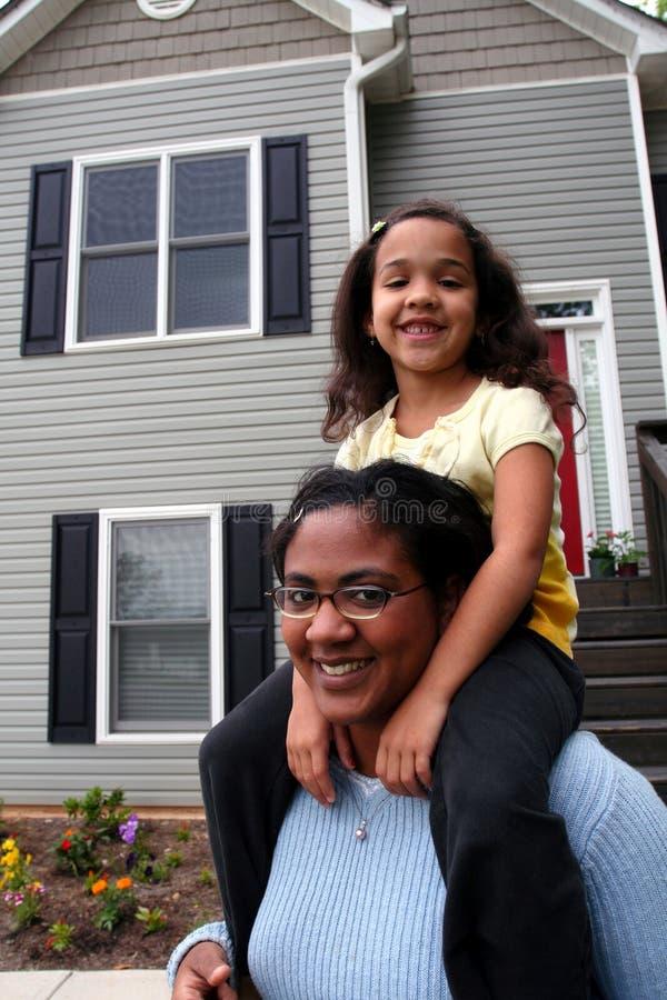 女儿家庭母亲 免版税库存照片