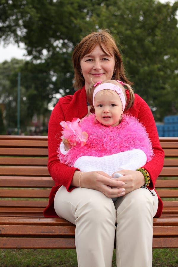 女儿小母亲 免版税图库摄影