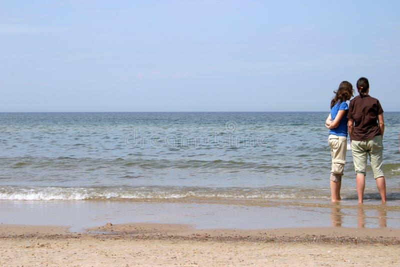 Download 女儿母亲海运 库存照片. 图片 包括有 冥想, 海运, 全景, 放松, 立场, 角落, 女儿, 通知, 火箭筒 - 192394
