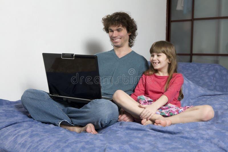 女儿父亲比赛使用 免版税库存照片