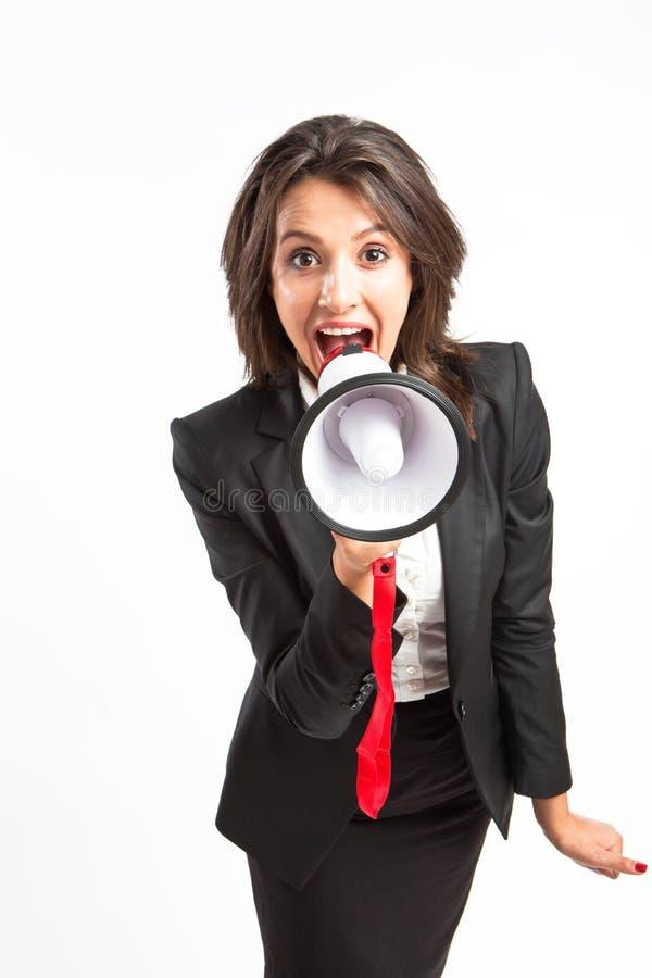 女商人叫喊在扩音机 免版税库存图片