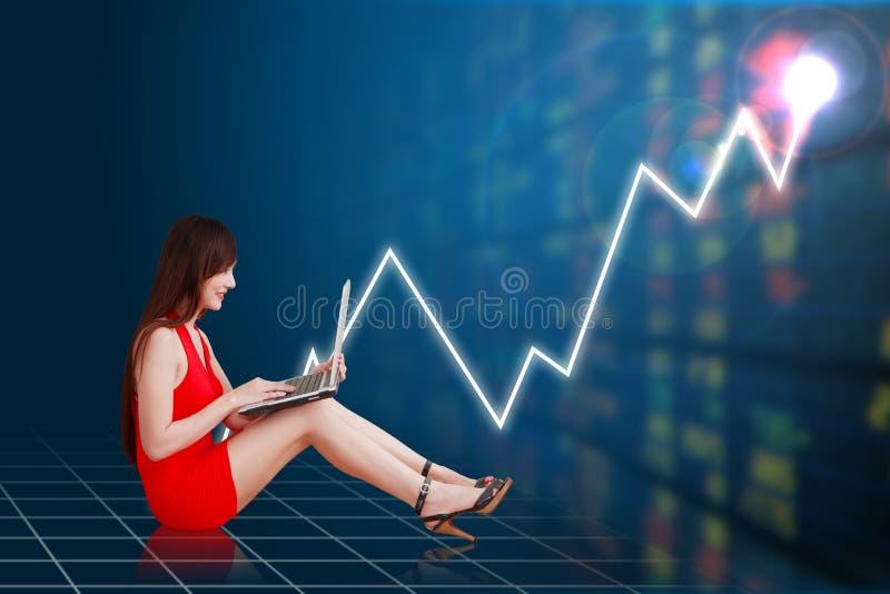 女商人和图表财政的 免版税库存图片