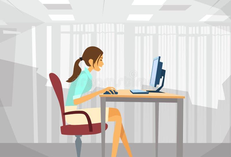 Download 女商人坐的书桌运转的膝上型计算机 向量例证. 插画 包括有 人们, 繁忙, 自由职业者, 计算机, 工作 - 62525556