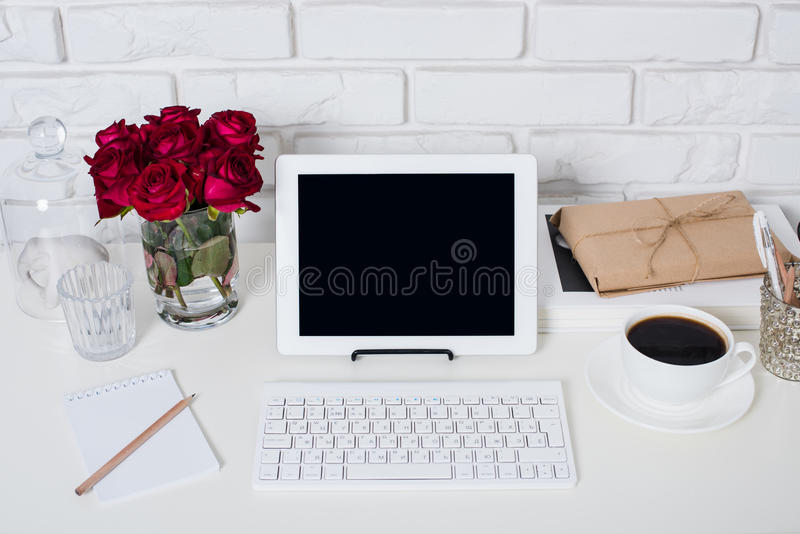 年轻女商人工作区 库存图片
