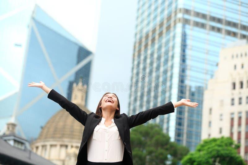 女商人愉快的成功室外在香港 库存图片