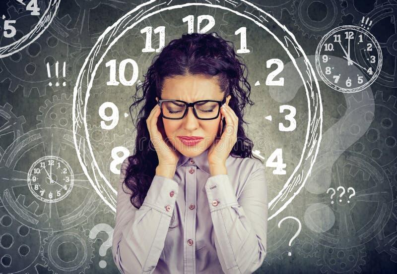 女商人感觉注重了迫使由缺乏时间 免版税库存图片