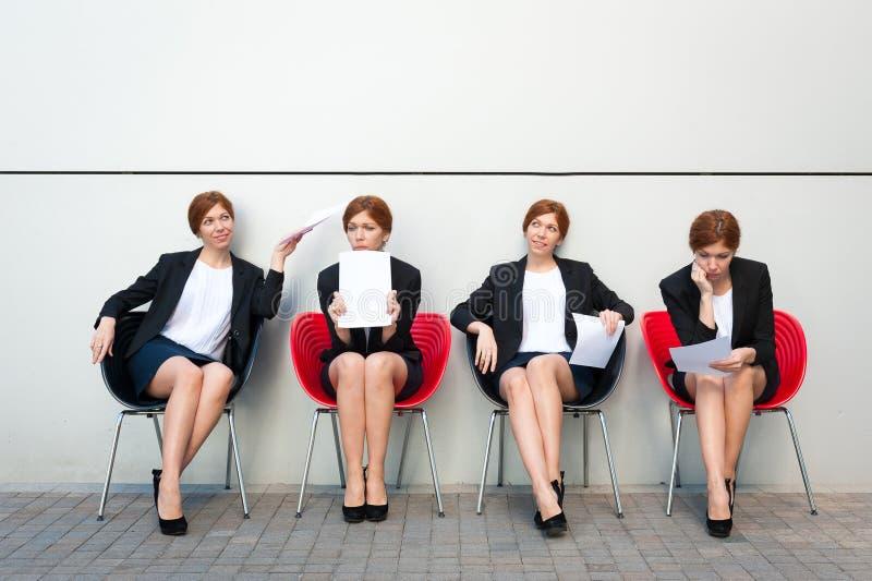 女商人等待的采访 免版税库存图片