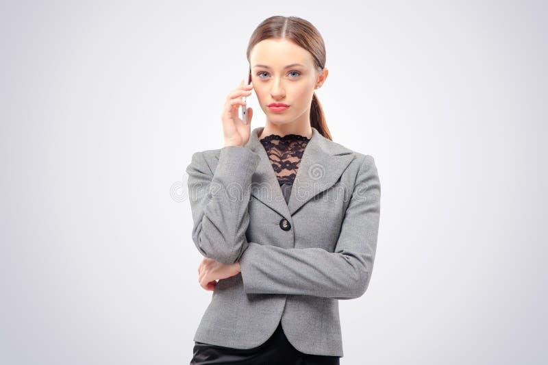 女商人联系在移动电话 免版税图库摄影