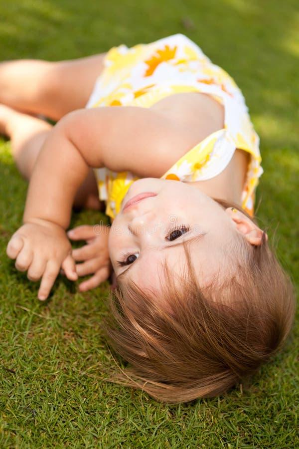 女婴休息 免版税库存照片