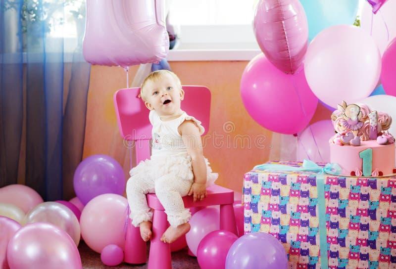 女婴在她的第一个生日 库存图片