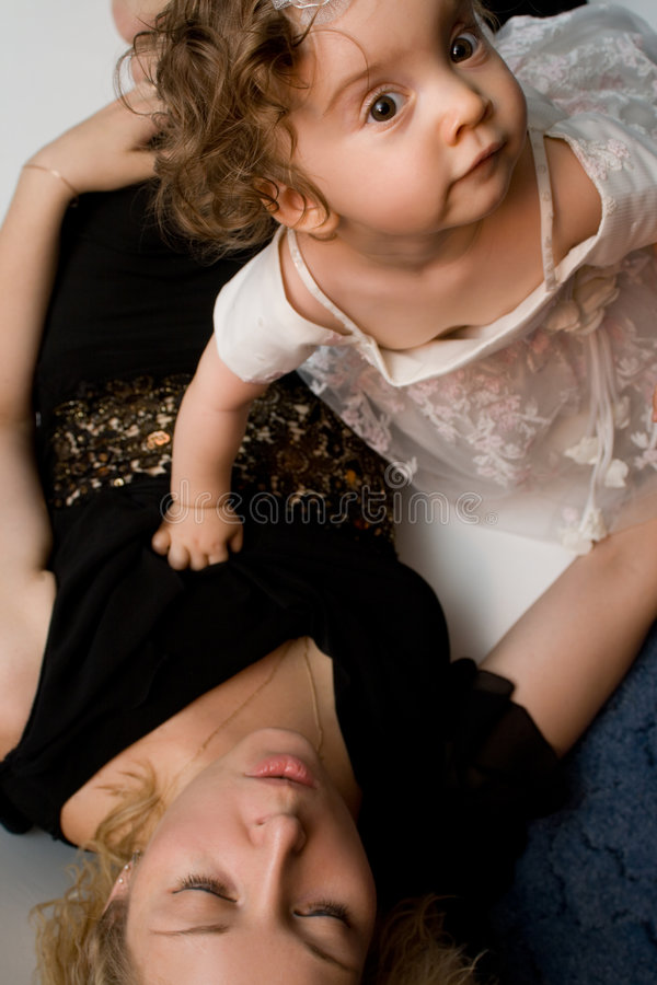 女婴妈妈使用 图库摄影