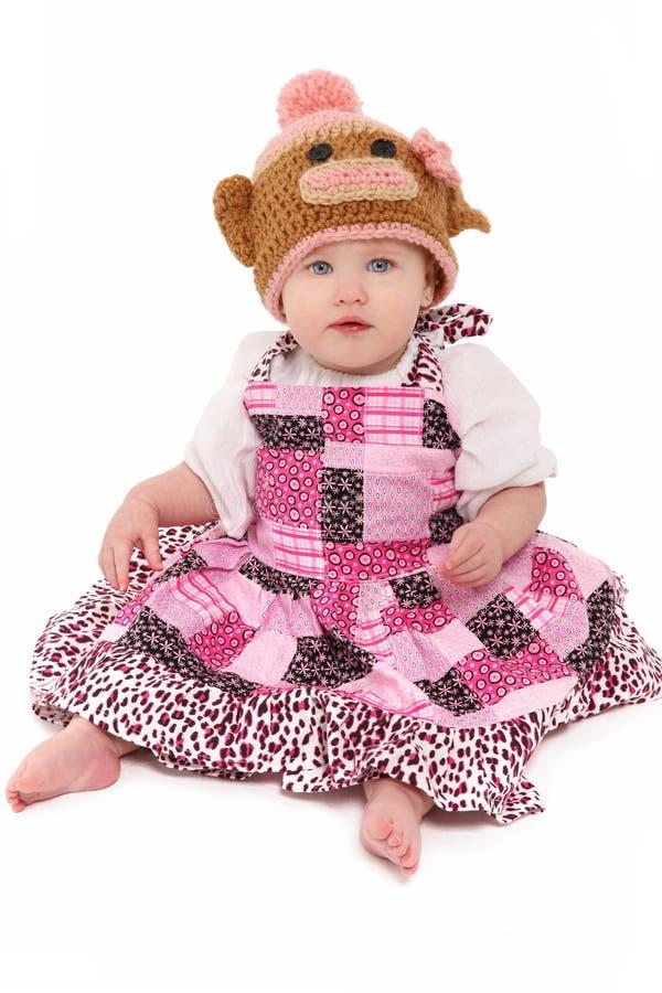 女婴帽子被编织的猴子 免版税库存图片