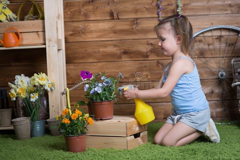 女婴植物花 图库摄影