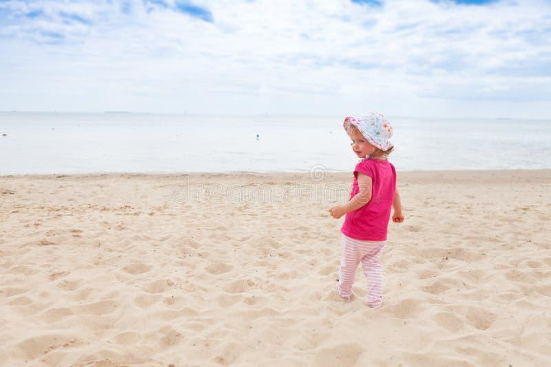 女婴海滩 库存照片