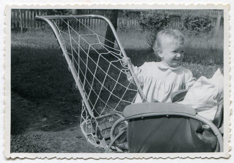 女婴照片葡萄酒 免版税库存照片