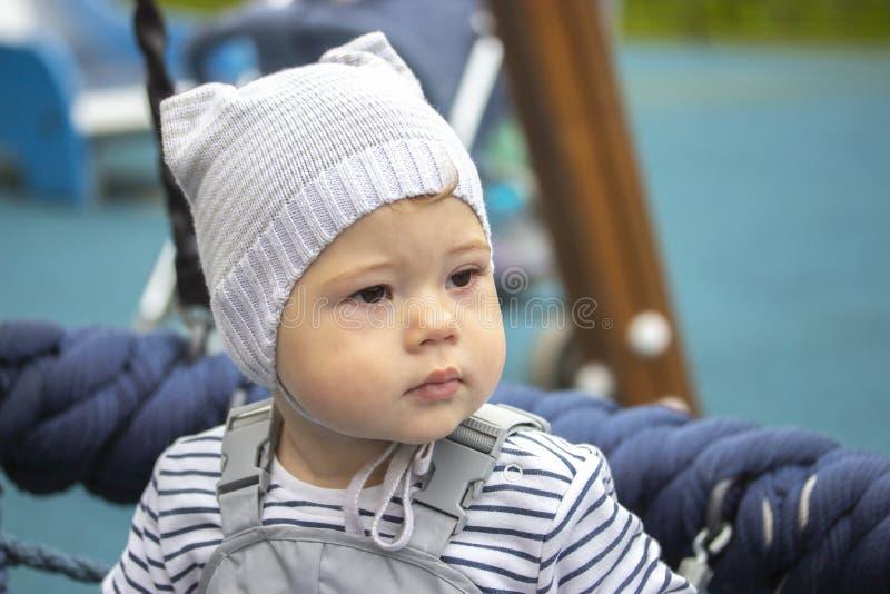 女婴男孩画象在步行的1岁,孩子的特写镜头面孔 免版税库存照片